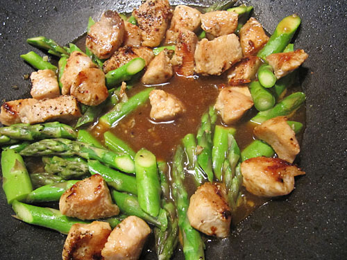 Chicken Stirfry with Asparagus & Almonds